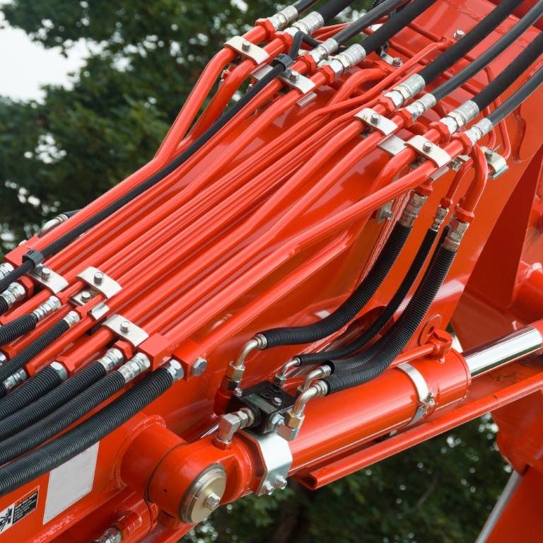 Hydraulic Hoses and Tubes on Large Machinery